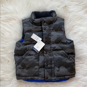 GAP toddler boys down filled vest - size 3 years